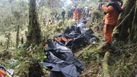 Bodies removed from Papua plane crash site