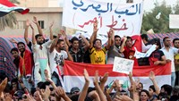 Protesters block traffic to Iraq port