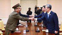 North Koreans sign up to fight the South: state media