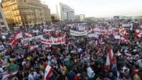 Thousands rally in Beirut against political leaders