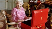 Britain's record Queen: a gold sovereign