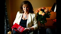 Author Jackie Collins dies at 77