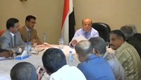 Hadi meets Yemeni officials, visits Saudi military base in Aden