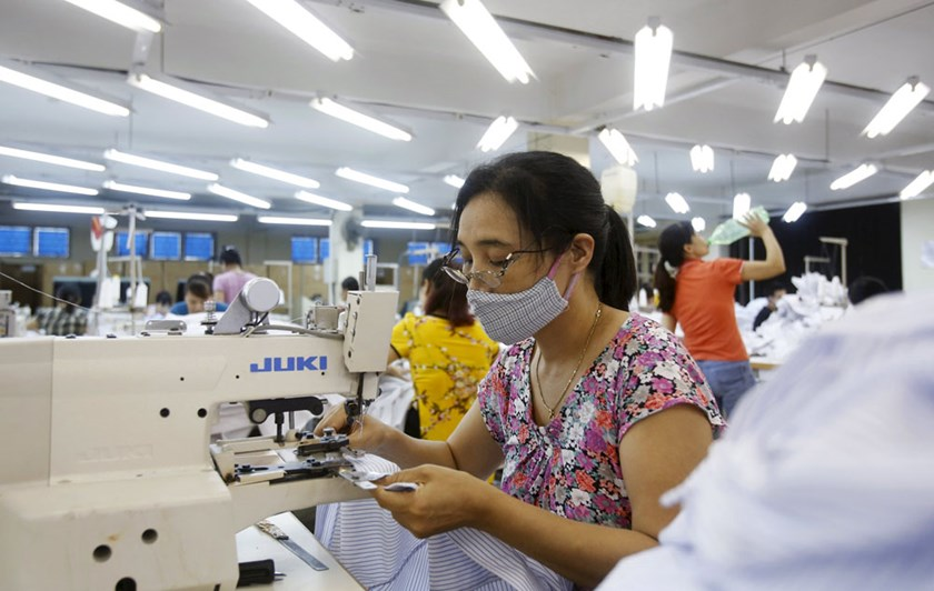 Laborers work at a garment factory in Sai Dong, outside Hanoi, Vietnam, in this July 1, 2015 file photo. Photo: Reuters/Kham