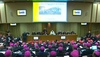 Pope criticises 'closed hearts' at bishops' gathering
