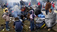 Cold and damp add to EU migrant border woes