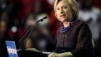Clinton: Equal prison time for cocaine users