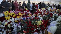 Sea of tributes to air crash dead
