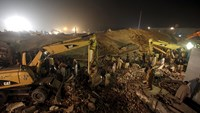 Scores trapped in deadly Pakistan factory collapse