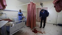 Israeli troops raid West Bank hospital, kill Palestinian