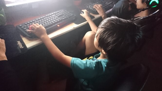 A 9-year-old at an online game shop in Ho Chi Minh City. Photos: Thuan Thang/Tuoi Tre