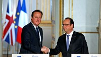Cameron 'wants UK to join IS airstrikes'