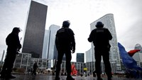 Tight security in Paris' financial district after threat