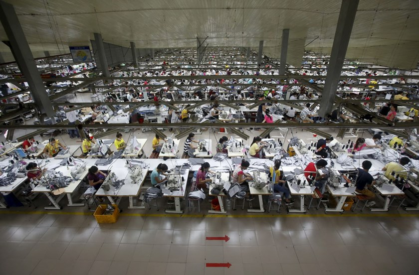 Laborers work at a garment factory in Bac Giang Province, near Hanoi October 21, 2015. Vietnam's textiles and footwear would gain strongly from the TPP, after exports of $31 billion last year for brands such as Nike, Adidas, H&M, Gap, Zara, Armani and Lacoste. REUTERS/Kham