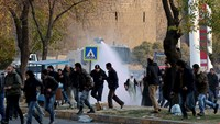 Riot police disperse Kurdish protesters