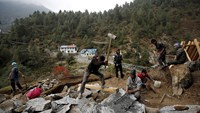 Nepal sherpas face ruin after quake