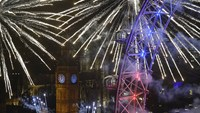 London welcomes 2016 with dazzling fireworks