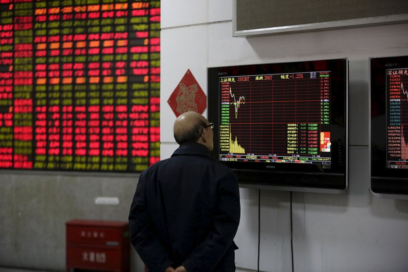 An investor looks at a screen showing stock information at a brokerage house in Shanghai, China, January 8, 2016. REUTERS/Aly Song
