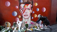 "U.K.'s Cameron pays tribute to ""genius"" Bowie"
