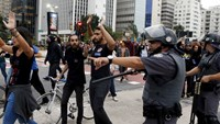 Police clash with bus fare protesters in Brazil