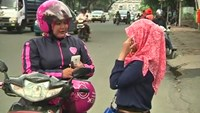 'Ladyjek': Indonesia's women-only motorbike taxis