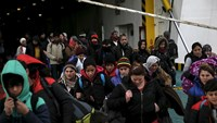 Migrants flow into Greece despite drownings