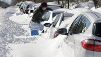 Days of shoveling remain for Washingtonians