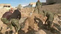 Iraqis find mass grave in Ramadi