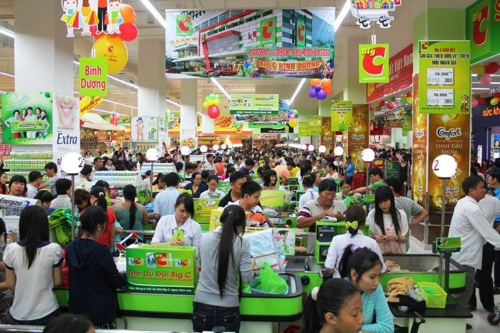A busy Big C outlet in southern Vietnam. Photo credit: Zing