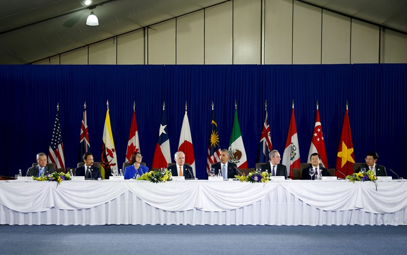 U.S. President Barack Obama (5th L) holds a meeting with Trans-Pacific Partnership leaders alongside the APEC Summit in Manila, Philippines, November 18, 2015. Also pictured at the head table are the Sultan of Brunei Hassanal Bolkiah (2nd L), Australia Prime Minister Malcolm Turnbull (4th L), U.S. Trade Representative Michael Froman (3rd R) and Vietnam President Truong Tan Sang (2nd R). REUTERS/Jonathan Ernst