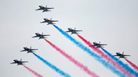 The South Korean Air Force's Black Eagles perform maneuvers in T-50 jets during an aerobatic display at the Singapore Airshow on February 11, 2014. Photo: Bloomberg