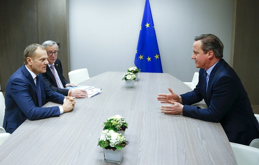 British Prime Minister David Cameron (R) attends a meeting with European Council President Donald Tusk (L) and European Commission President Jean Claude Juncker (C) during a European Union leaders summit addressing the talks about the so-called Brexit and the migrants crisis, in Brussels, Belgium, February 19, 2016. REUTERS/Yves Herman