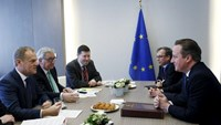 British Prime Minister David Cameron (R) attends a bilateral meeting with European Council President Donald Tusk (L) and European Commission President Jean-Claude Juncker (2nd L) during a European Union leaders summit