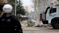Kurds clash with police over round-the-clock curfew