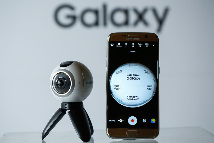 The Samsung Gear 360 and the S7 Edge mobile phone Photo: Bloomberg/Luke MacGregor