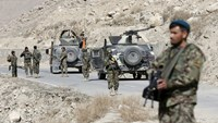 Afghan troops urged to 'take fight to the Taliban'
