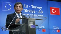 EU welcomes Turkish plan on migrant crisis