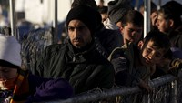 Migrants undeterred on first day of EU deal