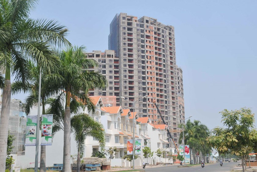 A real estate project in Ho Chi Minh City. By the end of 2015, the price for an average high-end apartment in the southern commercial hub HCMC had risen 21 percent to fetch $1,949 per square meter. Photo: Diep Duc Minh