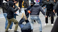 Police push back protesters in Brussels