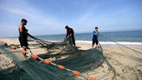 Gaza fishermen get more room to cast their nets