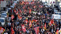French labor protests turns violent even as they dwindle