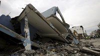 Ecuador earthquake death toll spikes to at least 235