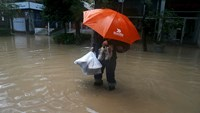 Heavy rains batter central Chile causing severe flooding
