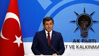Turkish PM bows out, as Erdogan strengthens presidency