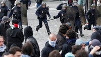 Police attacked amid French labor protests