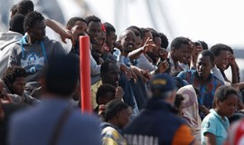 Nearly 900 migrants rescued and brought to Italy