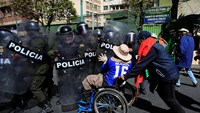 Tear gas and anguish for disabled protesters in Bolivia