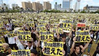 Thousands protest against US bases in Okinawa