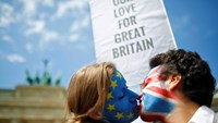 Europe sends love, kisses to Britain